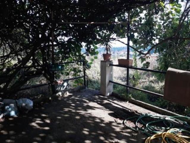 Rustico indipendente doppio livello con corte e giardinetto
