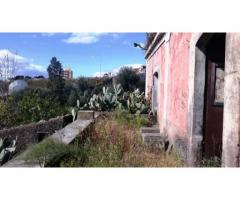 San Gregorio via Cerza grande rustico con giardino di 6500 mq