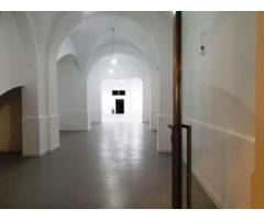Giarre Bottega via Callipoli tutta restaurata con grande vetrina