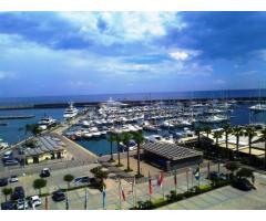 Trivani fronte porto turistico di Riposto con bella vista mare
