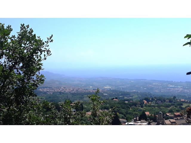 Villino a Presa da restaurare con 25500 mq di giardino con bel panorama