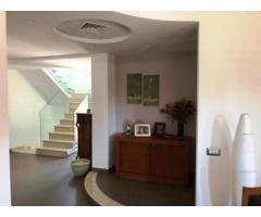 Villa nuova con piscina in piccolo residence