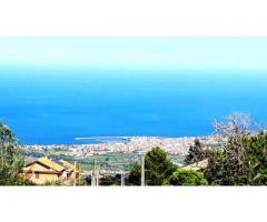Villino su tre piani con dependance e grande vista sul mare