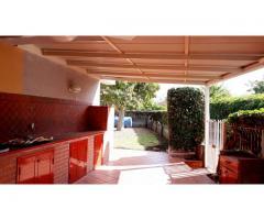 Giardini-Naxos appartavilla con giardino ben attrezzato