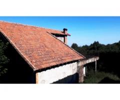 Sant'Alfio tenuta di 11 ettari con molti fabbricati