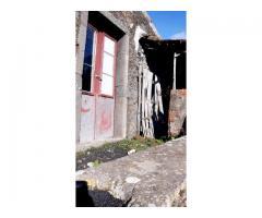 Sant'Alfio rustico da restaurare con piccolo tratto di terreno