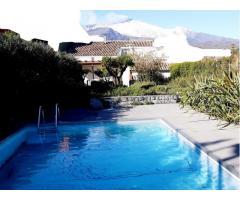 Indipendente a piano terra con piscina e bel giardino