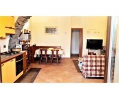 Sant'Alfio casa singola subito abitabile con corte e giardinetto