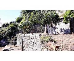 Casa Indipendente a piano terra e primo con corte e giardinetto